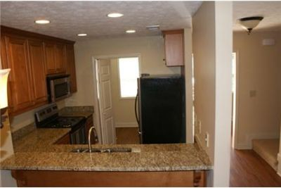$825/mo - 1,268 sq. ft. - Townhouse - come and see this one.