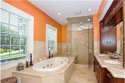 6 bathrooms - convenient location. Washer/Dryer Hookups!