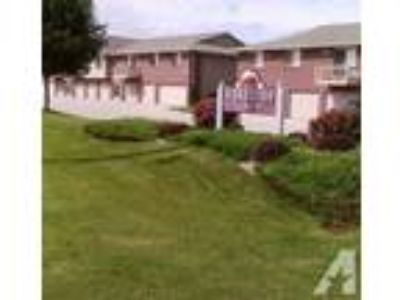 $599 / 2 BR - Portside Estates- Attached Garages, 1 or 2 BA (Manitowoc) Two