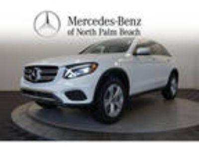 2018 Mercedes-Benz GLC 300 White, 14 miles