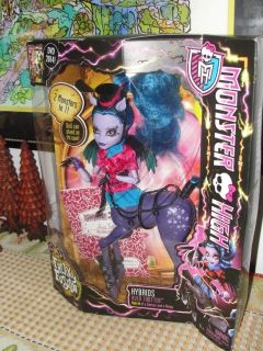 "MONSTER HIGH ""AVEA TROTTER"" FREAKY FUSION DOLL"