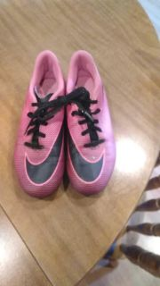 Nike soccer cleats size 6y