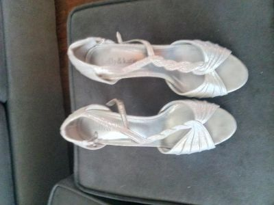 Very cute high heel dress shoes size 8 Kelly and Katie silver color in good condition