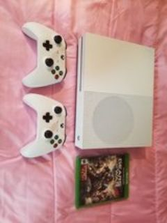 xbox 1s 500gb with 2 controllers and gears of war