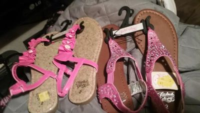 Brand new girls size 2 sandals very cute!