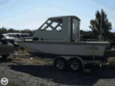 1985 Boston Whaler Revenge 22 Cuddy
