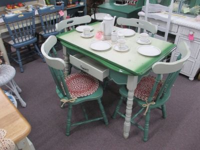Vintage Porcelain Top Table With 4 Chairs