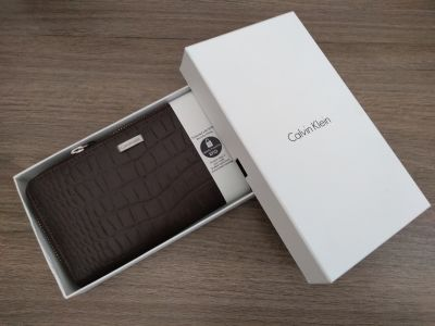 Calvin Klein Brown RFID Lined Leather Zip Wallet (New in Box)