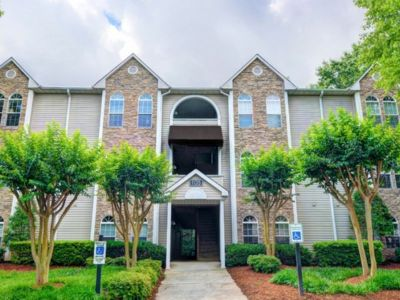 $975, 2br, 2 bd/2 bath Take in the tranquil setting of Lake Jeanette at Waterford Place, a serene escape th...