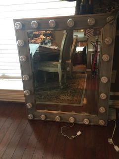 Gorgeous, Hollywood Vanity Lighted Mirrors