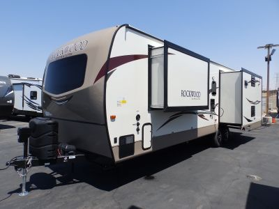 2018 Forest River ROCKWOOD 2906WS, 3 SLIDES, SIDE RECLINERS, SLEEPS 6, POWER PACKAGE, CORIAN COUNTERTOP, FIREPLACE, REAR LOUNGE