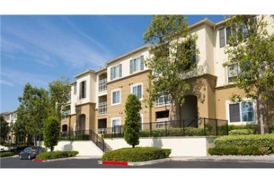 Woodland Hills - 2bd/2bth 1,218sqft Apartment for rent. Carport parking!
