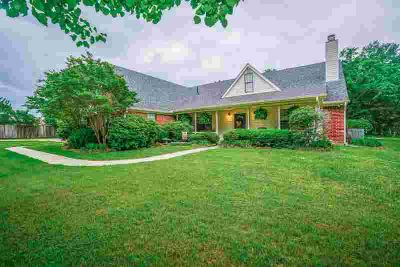 4516 Gregg Tex Rd LONGVIEW Three BR, ONE OWNER CUSTOM HOME offers