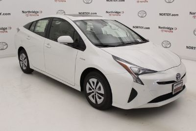 2018 Toyota Prius Three (Blizzard Pearl)