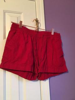 Old navy tie shorts with pockets