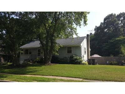 3 Bed 1 Bath Preforeclosure Property in Clementon, NJ 08021 - Emerson St