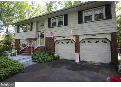 7 Bunker Hill Rd Ewing, Well maintained Four BR Bi-level