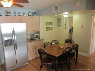 Miami Beach: 1/2 Nicely decorated apartment (Collins Ave , 33141)