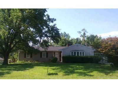 3 Bed 1.5 Bath Foreclosure Property in Belleville, IL 62226 - Stevens St