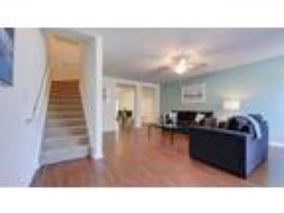 Townhouse 1b/1.5b sublease