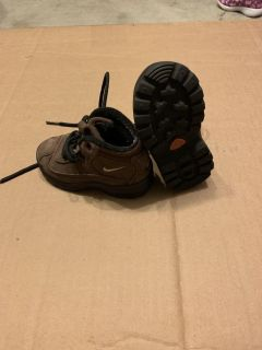 Nike boots toddler size 5