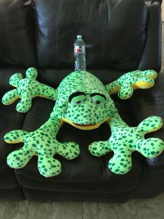 Large green frog! Brand new perfect for Mardi Gras throw!