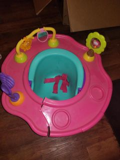 Bumbo seat with play ring