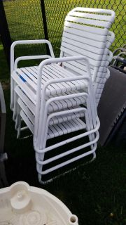Outdoor chairs x4