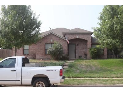 3 Bed 2 Bath Preforeclosure Property in Cedar Hill, TX 75104 - Willow Wood Dr