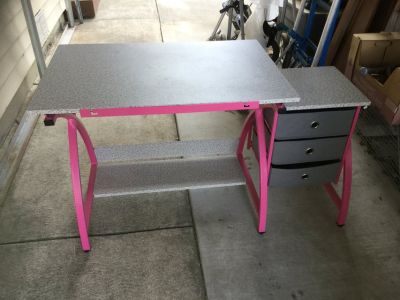 Kids Craft table. Good condition.