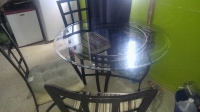 Glas table with 3 chairs