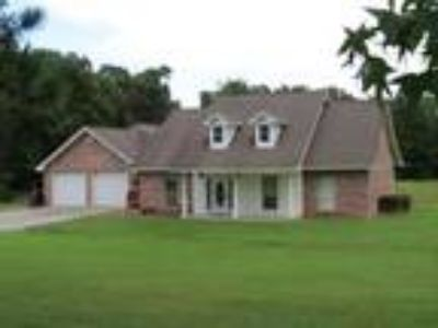 Three BR Two BA In Leesville LA 71446