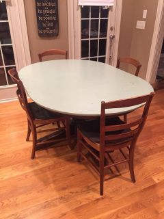 Pottery Barn extending pedestal dining table w/ 4 chairs