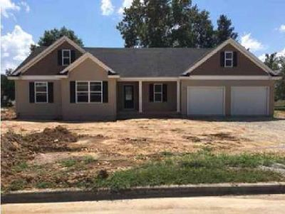 2001 Red Oak Effingham Three BR, Beautiful open concept home with