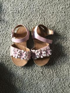 Guc pink Velcro sandals size 9
