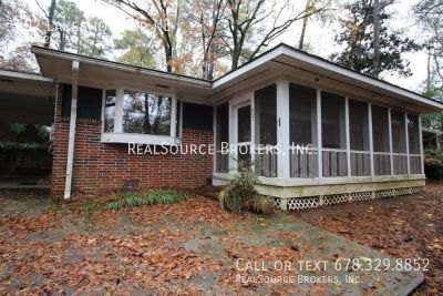 607 Lakeshore Dr NE - 3 beds, 2 full baths