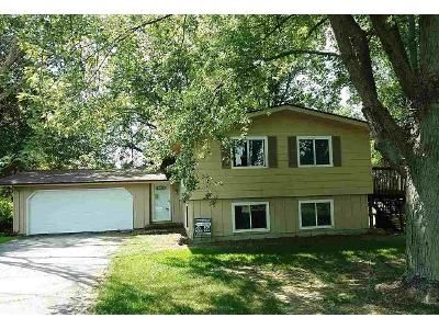 3 Bed 2 Bath Foreclosure Property in Belvidere, IL 61008 - Valley View Dr