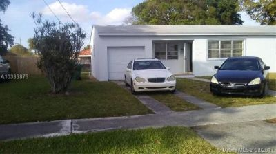 3 BED 1 BATH HOME IN GOOD CONDITION!!! PROPERTY OF MANY POSSIBILITIES!!!