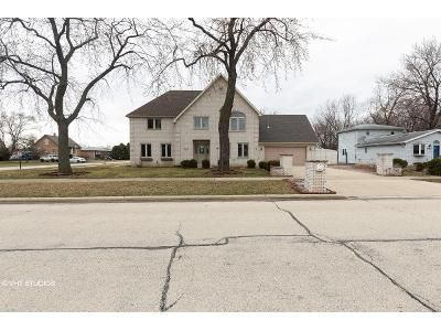 4 Bed 2.5 Bath Foreclosure Property in Bridgeview, IL 60455 - W 74th St
