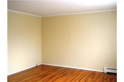 Amazing 3 bedroom, 1 bath for rent. Parking Available!