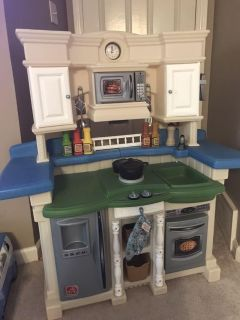 Play Kitchen, makes sounds/lights up