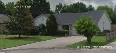 Single-family home Rental - 111 Ivy Place