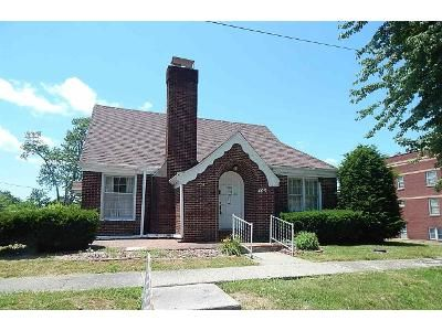 2 Bed 2 Bath Foreclosure Property in Winslow, IN 47598 - N Walnut St