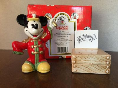 NEW IN BOX UNUSED!! DISNEY MICKEY SALT & PEPPER SHAKERS SEE DESCRIPTION, MORE PIC'S IN COMMENTS