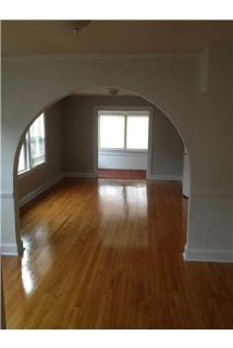 2 bed 1 bath hardwood floors washer/dryer
