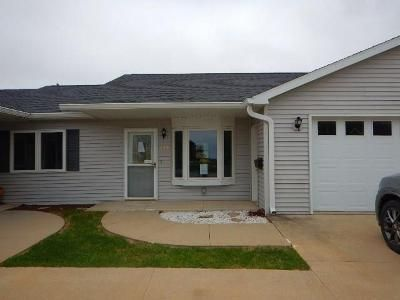 2 Bed 1 Bath Foreclosure Property in Readlyn, IA 50668 - E Ridge St # 5