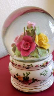 ROYAL ALBERT 1962 OLD COUNTRY ROSES MUSICAL WATER SNOW GLOBE w/ Glitter WORKING