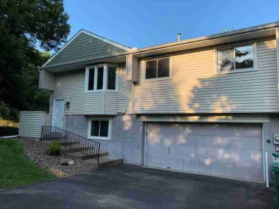 422 Cardigan Road #5 SHOREVIEW Three BR, Beautiful sun-filled end