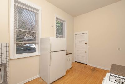 Lovely Bucktown 2bed + DEN /1bth with Central Heat + Air, Hardwood Floors, Outdoor Space!