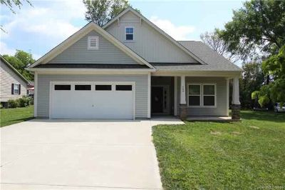 300 Commodore Loop MOORESVILLE Three BR, Located on the popular